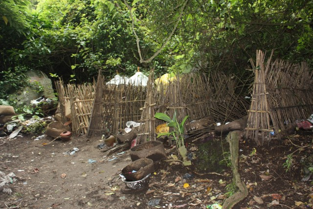 Ini kuburan ala Desa Adat Terunyan..